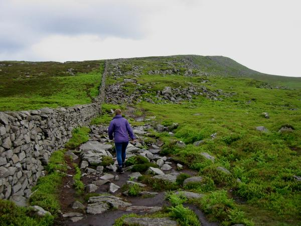 Walking along the Scar to the Pike