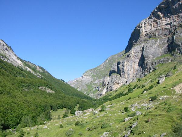 Looking up the valley that leads to Barrage d'Ossoue