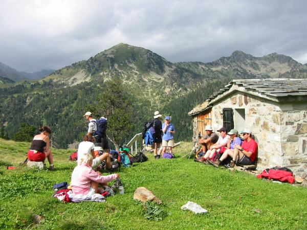 A short stop at the Cabane de Bastan and the sun is still out, but not for much longer