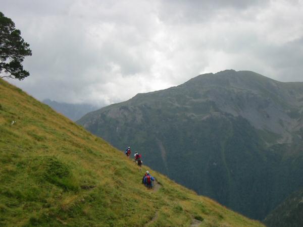 Traversing the mountain side above Lac de l'Oule
