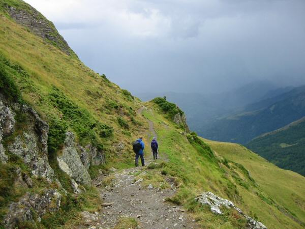 The path round the side of Le Serre