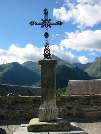 Cross in the village of Azet