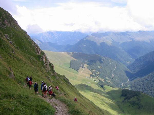 The contouring path around Pic de Cecire