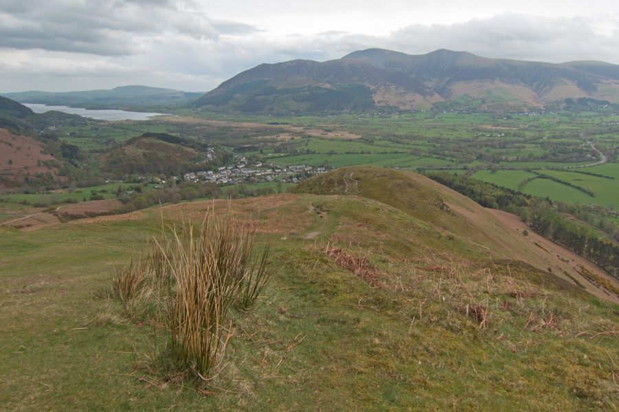 North back down the ridge to the Skiddaw fells