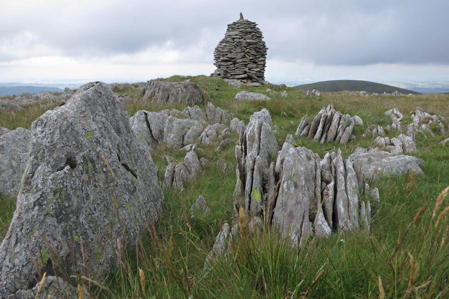 The higher of the two cairns on Artle Crag