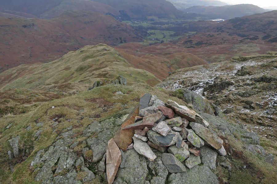 The east ridge from Tarn Crag's summit cairn