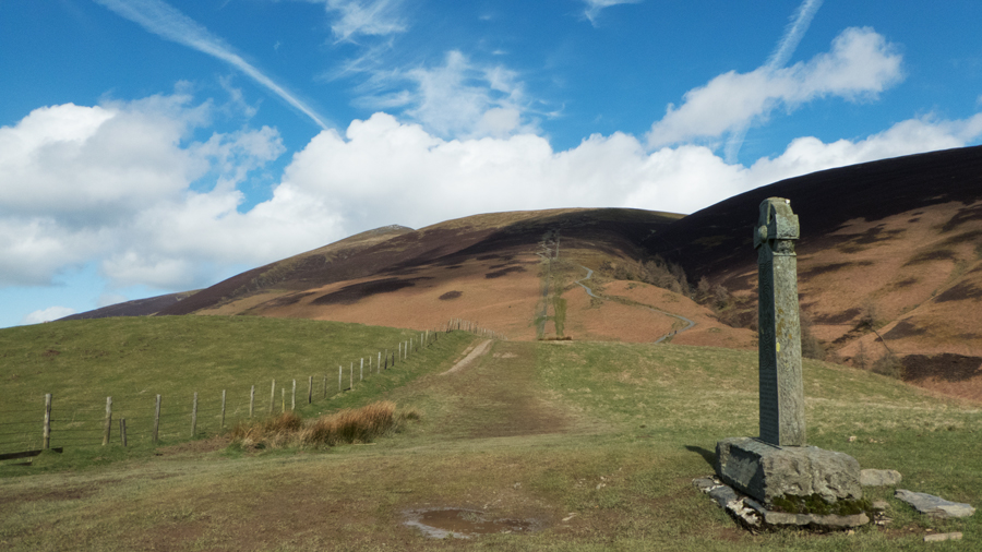 Looking back to Jenkin Hill from the Hawell Monument, nearly back at the car