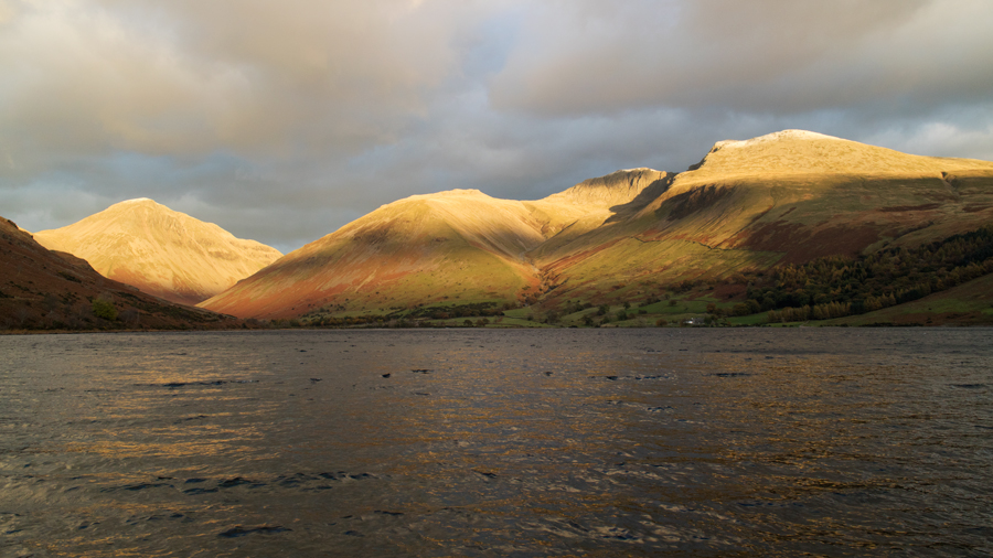 Down on the lake shore, Great Gable, Lingmell, Scafell Pike and Scafell
