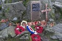 Fell and Rock Climbing Club's war memorial, Great Gable summit (18 Nov 2014)